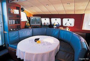 Catamaran 56 Saloon