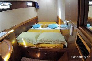 catamaran-turquoise-cabine-avant-babord