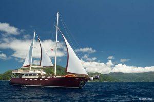 motor-sailing-yacht-30m