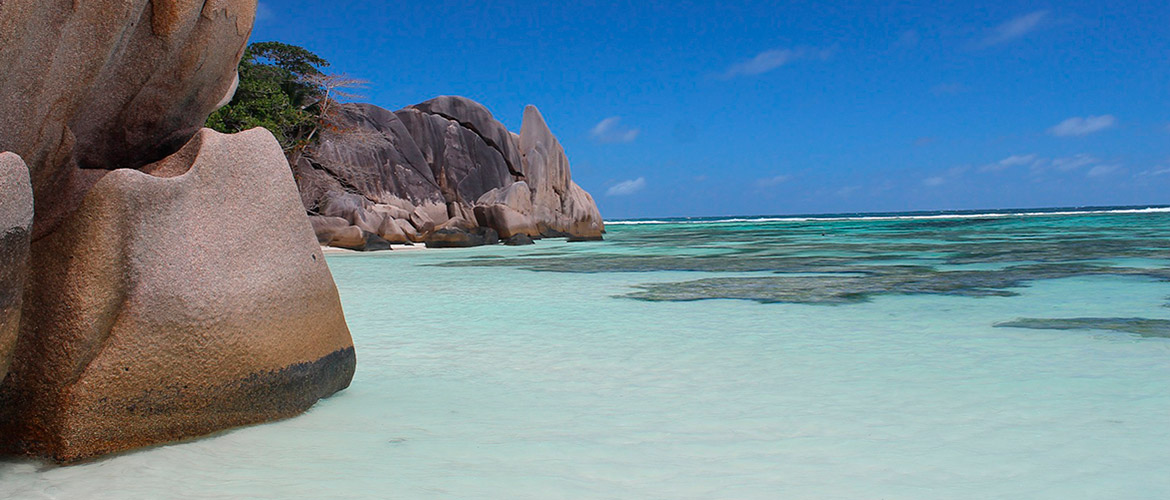 Private yacht charter holidays cruising in Seychelles