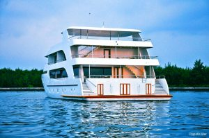 2Maldives 123 ft Luxury Motor Yacht Stern View