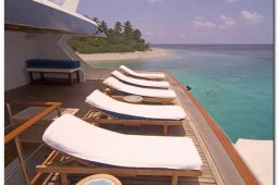 4Maldives 110 ft Luxurious Motor Yacht Sunbeds