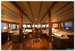 Maldives 110 ft Luxurious Motor Yacht Main Lounge