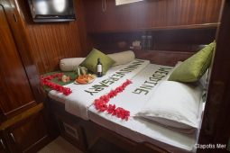 Maldives 30 m Sailing Schooner Birthday Cabin