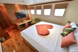 Maldives 35 metre Motor Yacht Master Suite Cabin