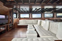 42 metre Luxury cruising yacht Indonesia