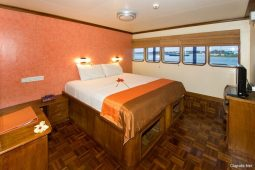 Maldives private yacht cruising