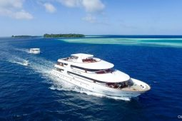 Maldives private yacht cruising