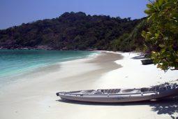 South-East-Asia-97-ft-Classic-Sailing-Schooner-kayak