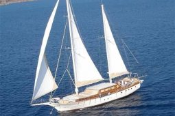 30 metre Luxury cruising yacht