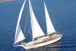 30 metre Luxury cruising yacht